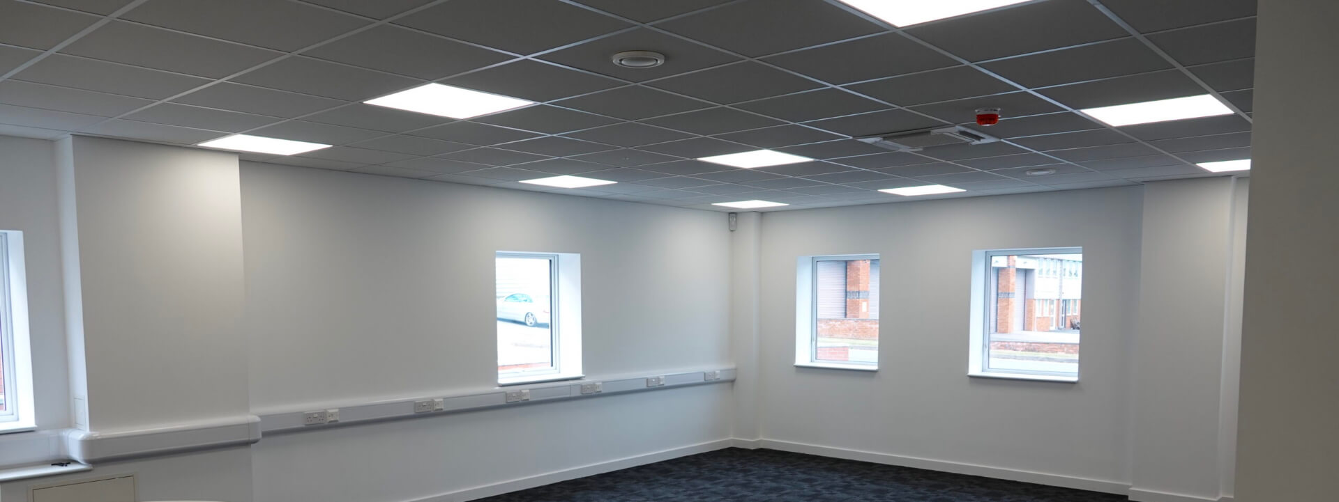 Suspended ceiling in an empty office
